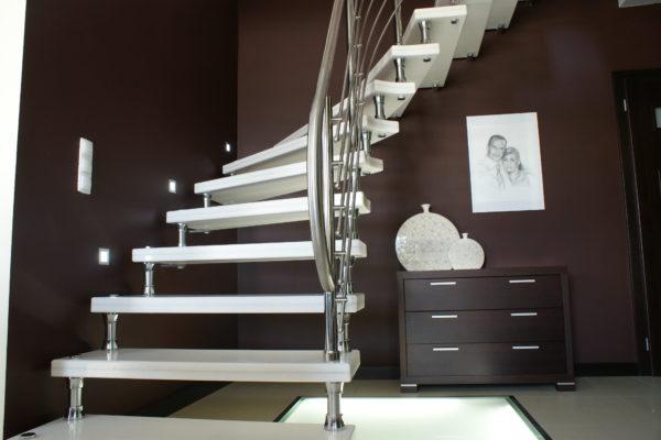 Zewnętrzne schody granitowe – trwałe schody z kamienia